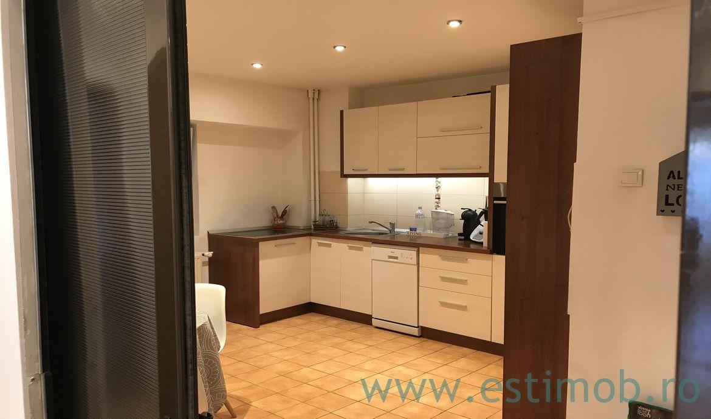 Vanzare apartament in bloc nou 2005 zona Centrala