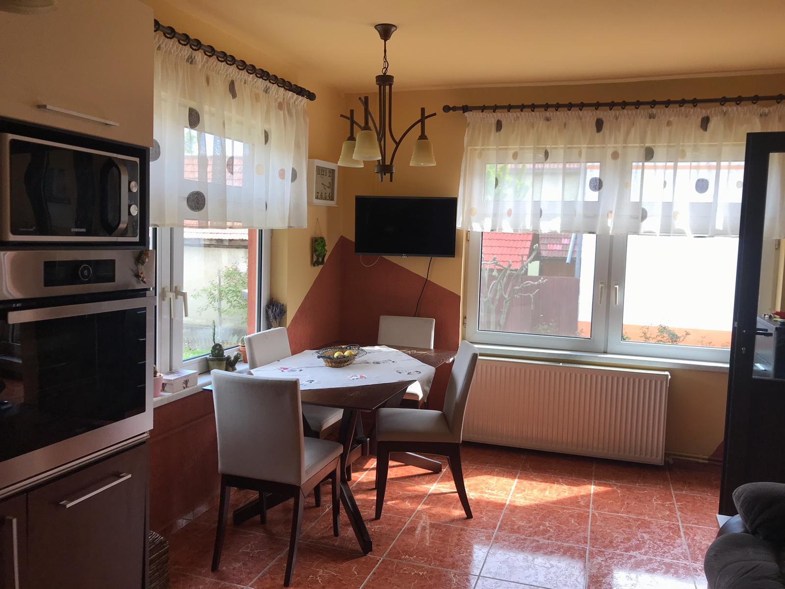 Casa de inchiriat singur in curte Rasnov Brasov