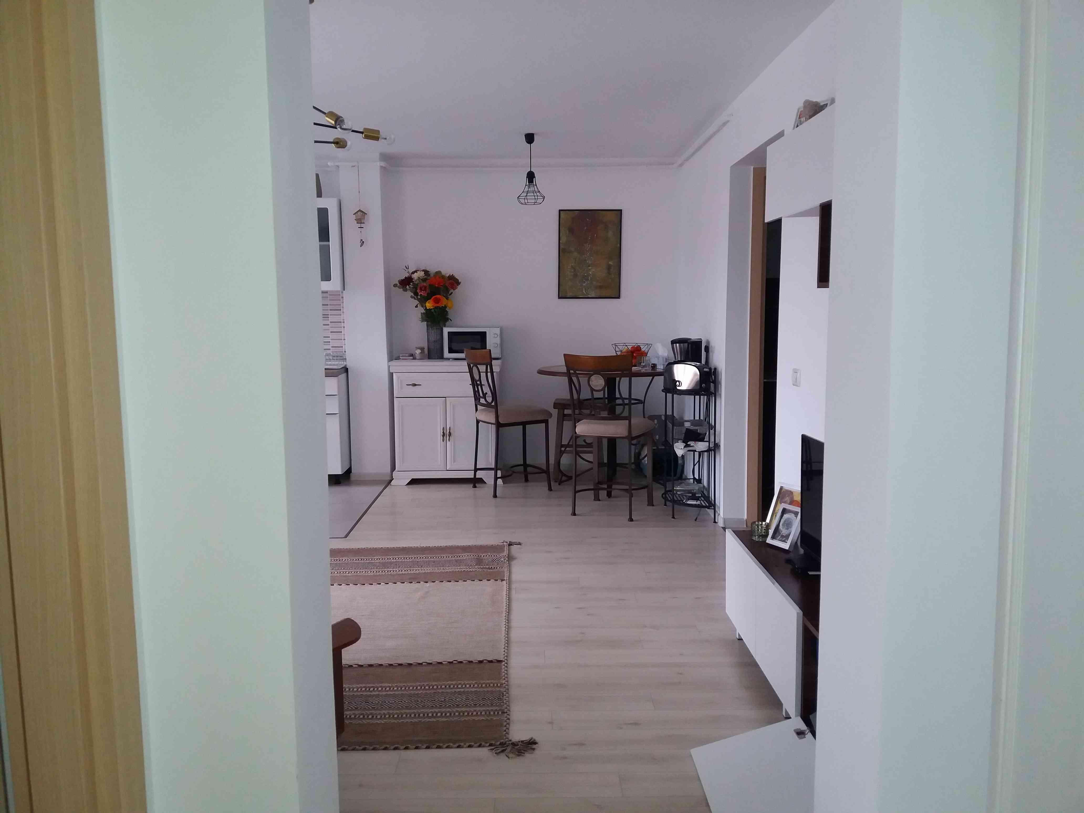 Inchiriere Apartament 2 Camere decomandat zona Coresi Tractorul