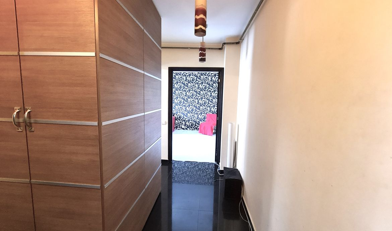 Apartament de vânzare 2 camere decomandat intrare Racadau - Carpaților